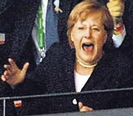 Merkel-Jubel bei Fussball-Spiel